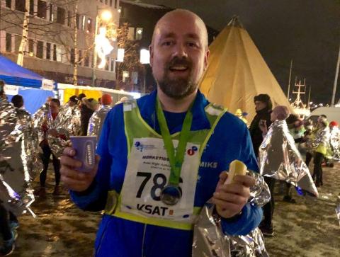I MÅL: Her er Pedersen i mål etter fjorårets utgave av Mørketidsløpet, som ble arrangert før pandemien snudde opp ned på samfunnet.