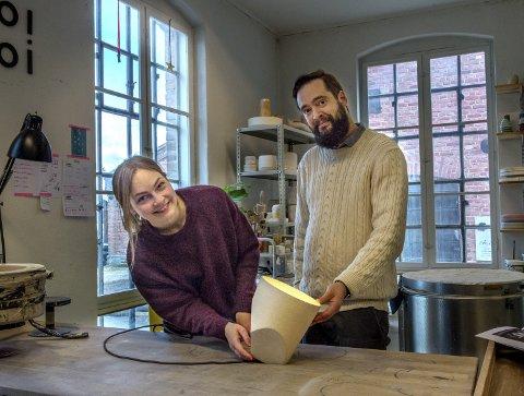 I produksjon: Lampa On the edge i Menus nye kolleksjon er utviklet av Kathrine Lønstad og Cosmin Cioroiu i designduoen Noidoi på Kapp. Foto: Asbjørn Risbakken