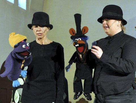 VIGGO OG FREDO: Den underlige svalen Viggo (Nina Eileen Sponnich) møter kirkerotta Fredo (Mari Cathrine Hagen).