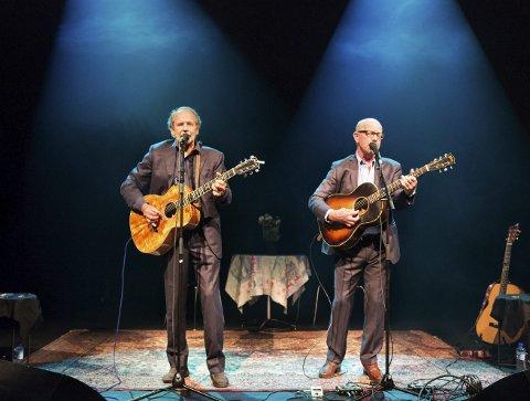 Kamerater: Ole Paus og Jonas Fjeld er gamle kompiser med lang fartstid i norsk musikkliv.  De imponerte med god helse i Kolben.alle foto: adrian bjørdaL