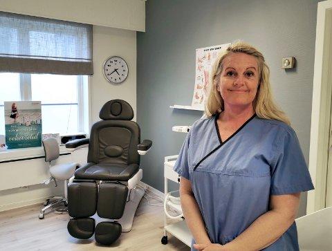 NY JOBB: Monica Andersen jobbet i hjemmetjenesten i 20 år og trengte en endring. Hun tok ny utdanning, og har nå startet opp egen praksis på Torstrand.