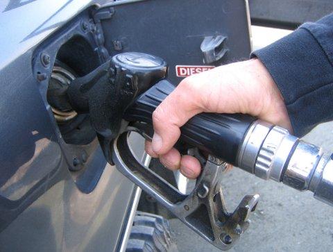 IKKE GRATIS: Det er ikke bare bilistene som bruker fastlandsforbindelsen som skal betale. Også trafikk til og fra nord, øst og vest må betale i bomringen. Takstene kan bli delt inn etter miljøklasser og drivstofftyper, oppgir Statens Vegvesen.