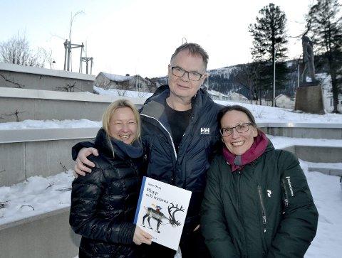 Plupp kommer til høsten: Leammuid Biret Rávdná (t.v.), musiker Frode Fjellheim, og teatersjef Cecilia Persson jobber for fullt med stykket om den populære svenske figuren Plupp.Foto: Beate Nygård