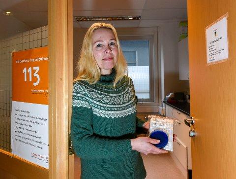 Lavterskel helseteam er et sted der rusmisbrukere og pårørende kan komme innom for hjelp og rådgiving. De tar blant annet i mot brukte sprøyter, samt deler ut nytt brukerutstyr. Sykepleier Kristin Nordhus Karlsson er eneste ansatte der per i dag.