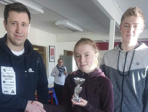 IMPONERT: Daglig leder i Bodø tennisklubb Dusan Vasic (t.v.) liker utviklingen til Ida Solli og bror Lars Solli.