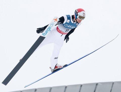 Oslo 20200307.  Kjempehopp: Simen Tiller under lørdagens kombinert hopping i verdenscupen i Holmenkollen. Foto: Terje Bendiksby / NTB scanpix