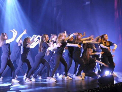 Remix-dans: Danserne i Musikalkollektivet er svært dyktige. her er både juniorer og de litt eldre i aktivitetet på scenen.