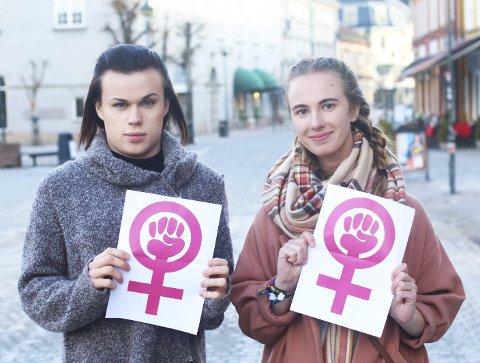 Aurora Lauhreén Myrås (20) og Kirvil Næss (18) vegrer seg absolutt ikke for å kalle seg selv feminister.