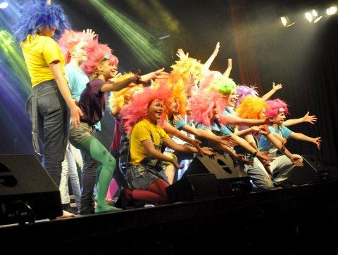 Trolls: Fargerike, fengende, festlige troll danset og sang fra «Trolls».