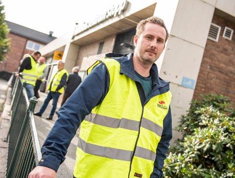 STREIKELEDER: Daniel Svendsrud (37) er lokal leder for Yrkestrafikkforbundet. Ringerikes Blad møtte ham ved Sentrum stopp i september.