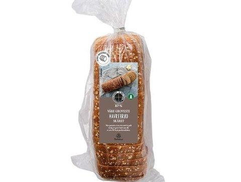 FEIL POSE: Posene er merket «Våre groveste Havrebrød skåret» og der er er ikke melkepulver deklarert.