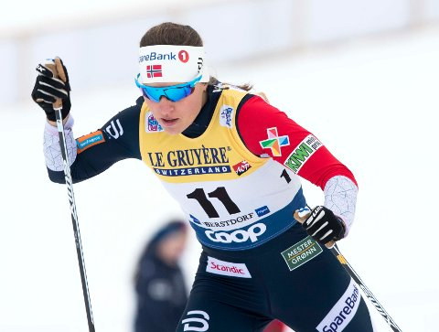 SÅR HALS: Lotta Udnes Weng sliter med en sår hals og står over søndagens avslutningsstappe i Tour de Ski. Her under 10 km jaktstart i Oberstdorf torsdag.