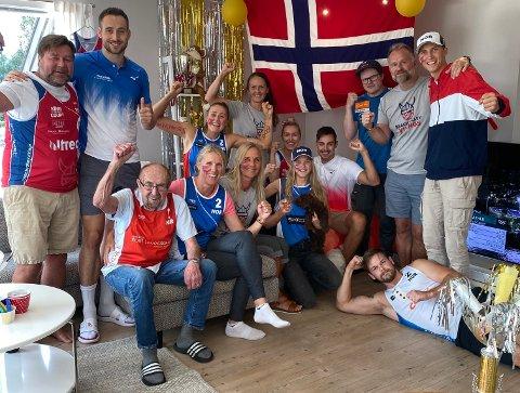 JUBEL: Familien Mol og Sørum fulgte semifinalen fra TV-stua i Åmli i Agder fylke.