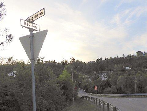 HERFRA: FRa Slemmestadveien og noen hundre meter innover Bøveien er planlagt gang- og sykkelvei.