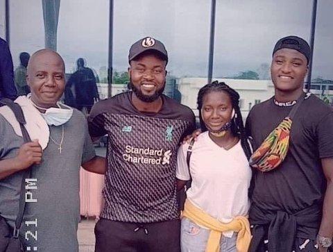 4,5 MÅNED: Egentlig skulle Ebenezer Akoi og familien bare på tur i tre uker til Liberia, men så kom korona. Da ble de koronafaste i 4,5 måned. Fra høyre: Ebenezer, Paul, Ebenlyn og Dennis Akoi.