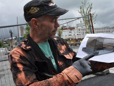 Kenneth Jonassen er fornøyd med planen for den nye benken på Ruten.