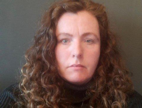 IKKE FORNØYD: Marie Molland er frustrert over at broren hennes ikke lenger skal få et støttekontakttilbud gjennom Strand kommune.