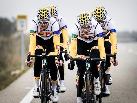 TALENTER: Syver Westgaard Wærsted (til venstre) og Jonas Abrahamsen (til høyre) får gode skussmål av Kurt Asle Arvesen (innfelt). foto: kristof ramon