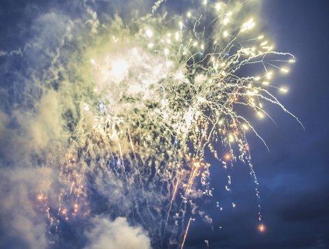 KAN BLI FORBUDT: Privat oppskyting av fyrverkeri kan bli forbudt i Skien kommune dette året. Lokalutvalgene behandler saken de neste ukene. Bildet er for øvrig hentet fra Porsgrunn og teaterfestivalen.