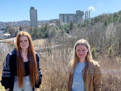 ETTERBRUK: Ingrid Åmli og Line Markussen, nestleder og leder i Bamble Venstre, løfter algeproduksjon i gruvene opp på dagsorden igjen, selv om det er lenge til Norcem skal avslutte gruvedriften.