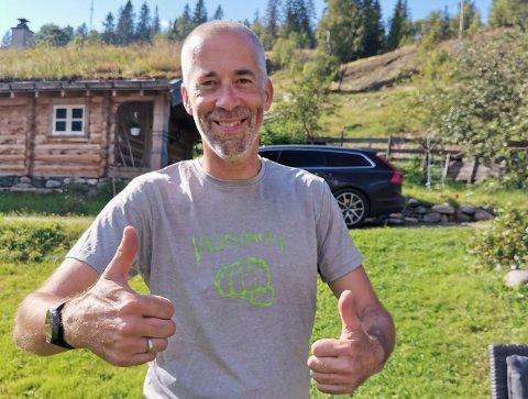 SLITEN: Utflytta hjartdøl Einar Tho løp tre maraton etter hverandre på et døgn og sikret seg T-skjorte og såre bein som bevis.