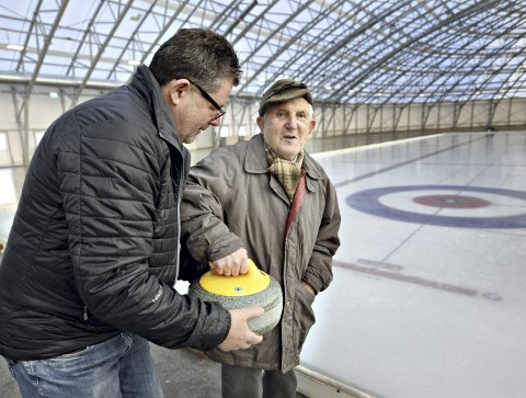 Vil prøve: Odd Endreseth er lysten på å prøve seg som curlingspiller igjen. Frode Bjerkelund og Arena Nordvest åpner dørene lørdag.