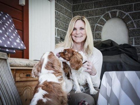 LEI FORDOMMER: Da Britt Røed Lohne og familien flyttet fra Tønsberg sentrum til Andebu, ble hun møtt med mange fordommer. Valget viste seg å være et lykketreff, Kvinner i Andebu lever statistisk sett lengst i Vestfold. Foto. Siw Nakken