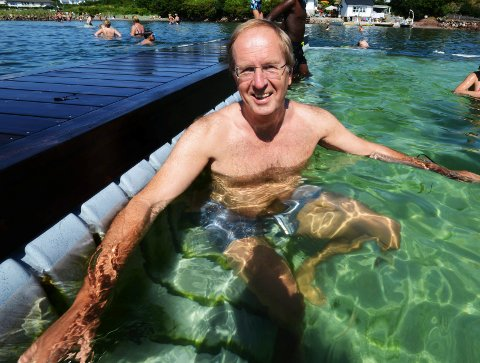 SVALENDE: Ordfører Petter Berg testet ut badebingen da den kom på Klopp for tre år siden.
