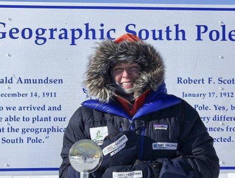 På Sydpolen: Aust-egden Astrid Furholt er den kvinnen i verden som har gått lengst i Roald Amundsens fotspor til Sydpolen. Privat foto