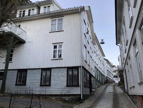 Fasadeendring på Holgata 5: Det er på denne veggen at huseierne ønsker å oppføre to nye balkonger. Det fikk de til slutt tillatelse til, men flere var kritiske til planen. Arkivfoto