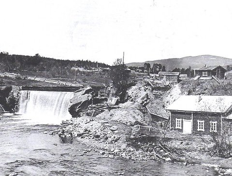 Kraftstasjon: Bygging av kraftstasjon ved Tunnfossen.