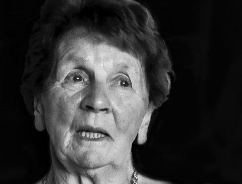 MISTET SINE NÆRMESTE: Anngerd Gildset i Hessdalen våknet til et brennende inferno. Hun og hennes mann fikk alle barna i sikkerhet, men mistet fire av sine nærmeste i brannen i 1974.