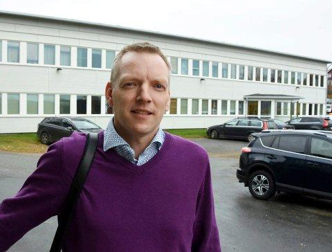 På vent: Kommunedirektør Eirik André Hopland er glad for at det fremdeles ikke er registrert noen tilfeller av koronasmitte i Hamarøy, men frykter at bildet snart vil endre seg.