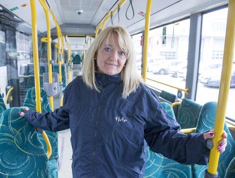 Bekymret: Hovedtillitsvalgt i Tide, Trude Valle, synes det er rart at politikerne foreslår gratis buss og bane, uten å ha undersøkt om det realistisk å få til. FOTO: MAGNE TURØY