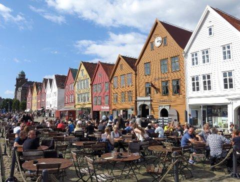 Gjeninnføringen av eiendomsskatt på boliger og fritidsboliger viste igjen i regnskapsbøkene til Bergen kommune i fjor. FOTO: PAUL KLEIVEN, NTB SCANPIX