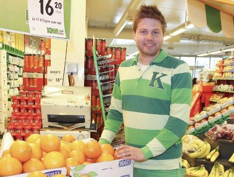 Tregt nett: Butikksjef Lennart Lindberg hos Kiwi Vikersund, sier kundenettet deres ikke er eget til surfing