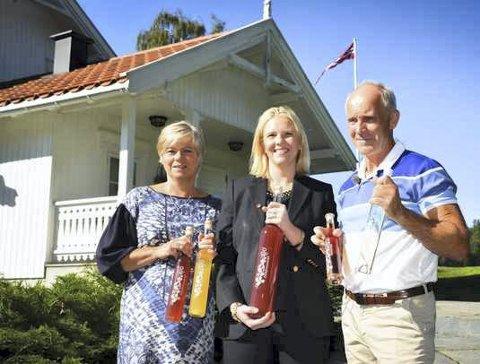Skott gård: Sylvi Listhaug startet dagen med å drikke frokost hos Ragnhild Lie og Atle Sivert Tærum. Foto: Stig Odenrud