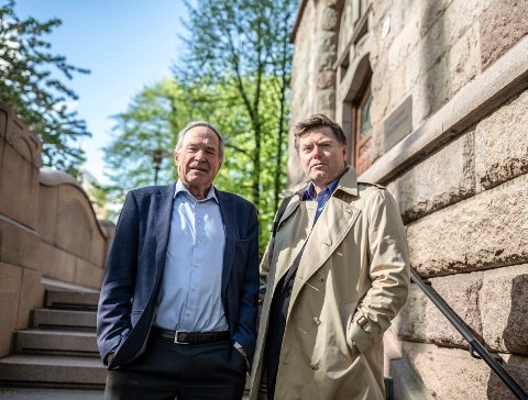 DEPARTEMENT: Advokat Christian Hambro og administrerende direktør Lars Henrik Krogh i Nofas utenfor Finansdepartementet.
