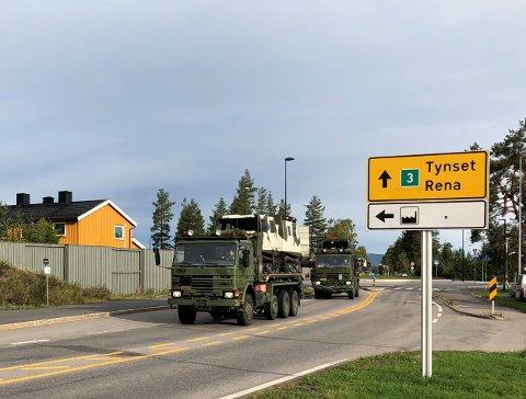 Store militærkolonner på riksveg 3 gjør at Statens vegvesen anbefaler sivile trafikkanter som skal kjøre mellom Oslo og Trondheim å velge E6 gjennom Gudbrandsdalen.