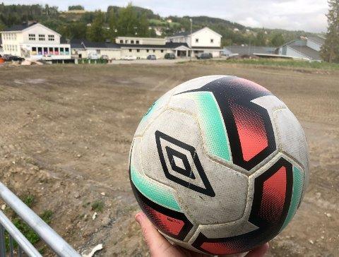 UNDERVARME: Lunner FK har startet arbeidet med å etablere ny kunstgressbane med undervarme på Frøystad.