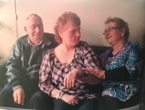 HENTES HJEM: Foreldrene Rigmor og Nils Johansson velger nå å hente datteren Birgitta hjem til Mandal (Privatfoto).