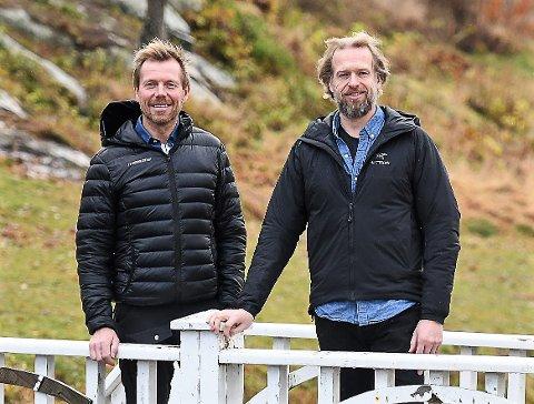 FIKK JA: Petter Thoresen (tv) og Terje Larsen kan starte med detaljplanlegging av ny idrettsungdomsskole i Halden.