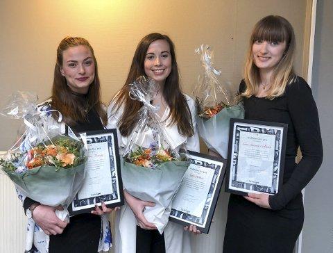 Fekk pris: Kathrine (t.v.) med dei andre vinnarane, Sofie Heltne og Linn Antonie Solheim.foto: privat