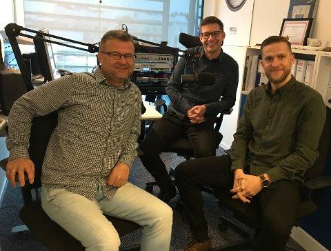 GJEST: Oddbjørn Skartun (t.h.) er gjest i ukens podkast. Her sammen med Odd Kåre Grøttland (t.v.) og Terje Flateby.