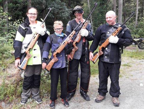 SKYTTERFAMILIE: Sølvi Johanne Lie, Kristian Olsen Lie, Aleksander Olsen Lie og Jarle Lie.
