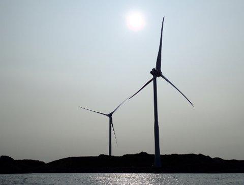 STORØY: Den siste tiden har lokalbefolkningen begynt å merke at det er aktivitet i vindmøllene på Storøy.