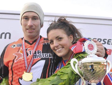 PÅ TOPP IGJEN: Katrine Rye-Holmboe og Kjetil Gundersen fra Lierfoss fortsatte der de slapp i fjor, og tok hver sin seier i første runde av årets norgescup i enduro. Foto: Øivind Eriksen