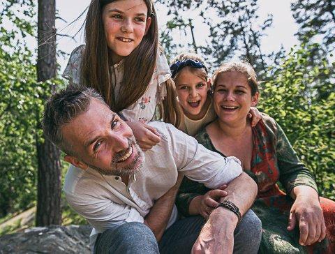 FLYTTER TIL KENYA: Roger Gihlemoen (40),  Signe Marie Gihlemoen (11), Ella Gihlemoen (8) og Anne Gihlemoen (41) flytter til Kenya i august.