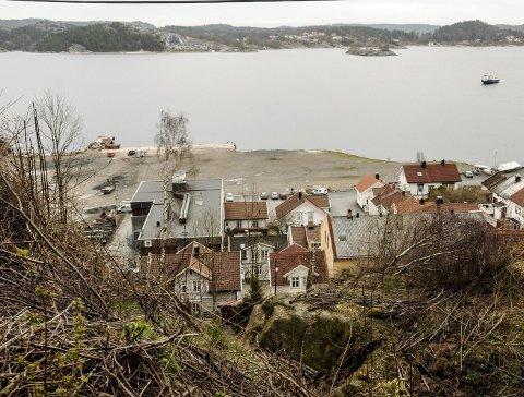 Utvikling: Thorleif Fluer Vikre foretrekker at sentrale områder i Kragerø blir fylt med bygninger framfor å ligge som planerte rivningstomter.Foto: Jimmy Åsen