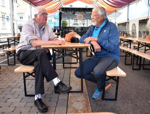Mike Dell og Arne Moe stolte på at appen til jazzfestivalen var oppdatert, men gikk dermed glipp av konserten til Kongsberg Storband.